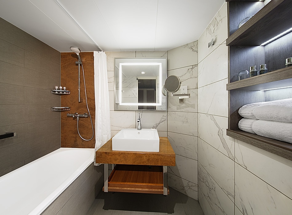 Desire Cruises | Continent Bath